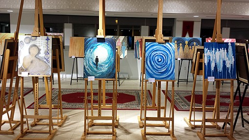 VERNISSAGE À MONTRÉAL DE L'EXPOSITION « TOLÉRANCE ET AMOUR » DE L'ARTISTE PEINTRE MAROCAINE NAIMA BOUTAIB